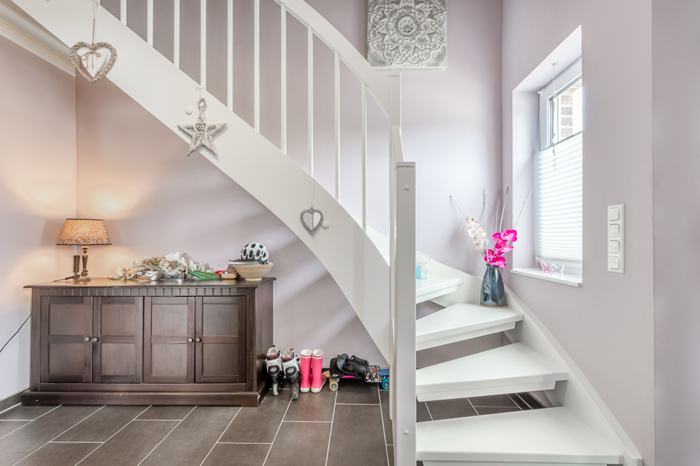 neuwertige dhh mit kfw 70 standard auf gro em grundst ck. Black Bedroom Furniture Sets. Home Design Ideas